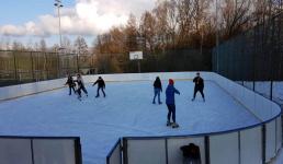 W Kalwarii z lekkim opóźnieniem otwierają lodowisko. W sezonie będzie płatne