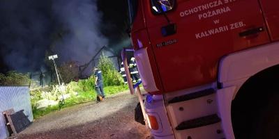 W Kalwarii spłonął drewniany budynek. To najprawdopodobniej celowe podpalenie