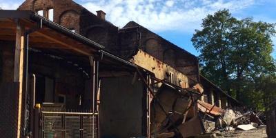 Trwa ustalanie przyczyn pożaru zakładu w Izdebniku. Straty wyceniono na 1,5 miliona złotych