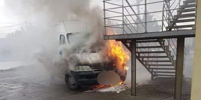 Na parkingu spłonął dostawczak